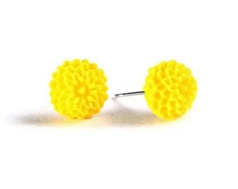 Petite yellow chrysanthemum mum hypoallergenic stud earrings (715) - Flat rate shipping