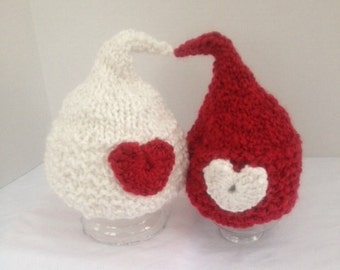 VALENTINE BABY HAT - Knit Baby Hat - White Kiss Hat with Red Heart for Newborn, Photography Prop