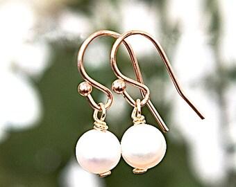 Delicate Rose Gold earrings, Pearl earrings, Short Earrings, Modern jewelry, Dangly earrings with pearls