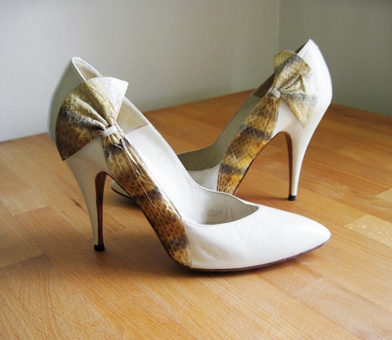 Vintage 80s High Heel Snakeskin Bow Pumps in Cream White sz Cream Heels With Bow