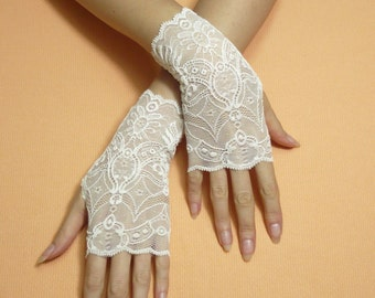 Short Romantic Boho Fingerless Gloves Pale Ivory, Wedding Mittens, Baroque, Victorian Lace Armwarmers Regency Style Bridal Hand Covers