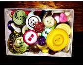 Assorted loose vintage buttons FREE SHIPPING in the USA