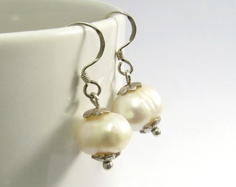 Natural white freshwater pearl drop/dangle earrings