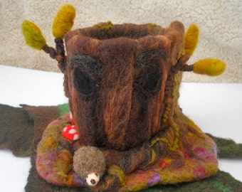 Felted Tree House, Hollow Oak Tree, Play scape, Play mat, Waldorf, Needle Felted, Play Group, Nursery School, Pre School, Kindergarten