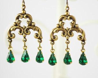 SALE - Victorian Vintage Emerald Rhinestone Earrings - Antique Brass - Chandelier Earrings Vintage Jewels- May Birthstone, May Birthday