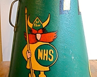 WOW! Calling All Tracy's - Super-Cool 1970s Cheerleader Megaphone
