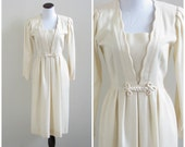 Vintage 1980's does 60's dress/ Tanner petites ivory dress / size 6 / 28 waist
