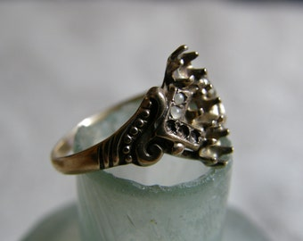 Lovely antique gold ring for repair - missing stones