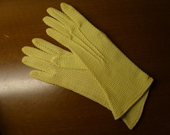 Vintage 1960's Yellow Gloves  Size 6 1/2    Deadstock