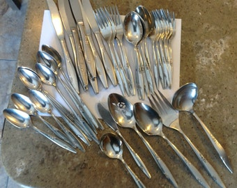 ROSE DUET Oneida Glossy Stainless Steel Flatware 39 Piece Set