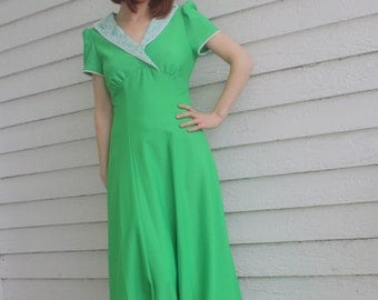 Green 70s Dress Dolly Retro Apple Maxi Eyelet Floral Collar S XS Vintage