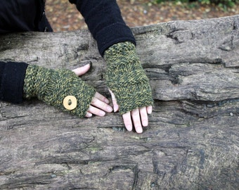 FINGERLESS GLOVES, Mini mittens with wooden button in forest green, gift for her