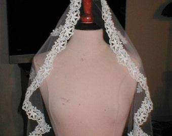 SHORT Ivory Lace Mantilla Bridal Veil
