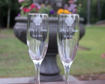Wedding Toasting Flutes,  Champagne Flutes, Mr Mrs with heart, Personalized Wine Glasses