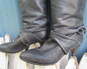 REDUCED...Sexy Vintage 70's Twisted Leather Pixie Boots / 80's 90's / heels  pumps