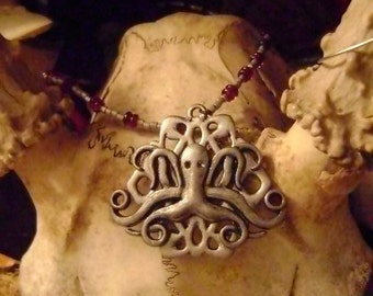 The Royal Cult of Cthulhu -tribute necklace with silver and garnet octopus talisman House Greyjoy game of thrones