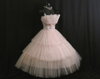 Vintage 1950's 50s Bombshell STRAPLESS Shelf Bust Baby Pink Lace Tulle Ribbon Party Prom Wedding Bridal Dress Gown