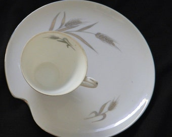 Patio Set - Snack Plate & Cup Milk White Silver Trim / Silver Wheat Pattern