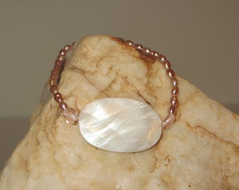 Fitted Stretch Bracelet with Delicate Pink Rice Pearls & White Mother of Pearl Oval