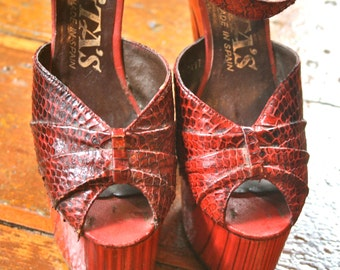 True Vintage PLATFORM SHOES HIGH Heels 70's Snakeskin 8 El Dita Beautiful