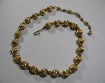 Vintage Gold Tone Necklace with Textured Gold Tone Beads