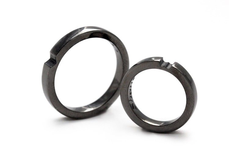 Black wedding ring set Heart ring Wedding bands by CADIjewelry