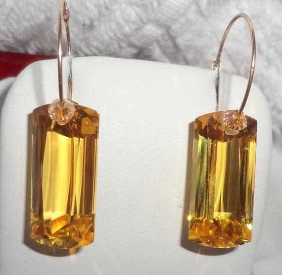 34 cts Natural Cushion cut Lemon Quartz, 14kt yellow gold hoops Pierced Earrings