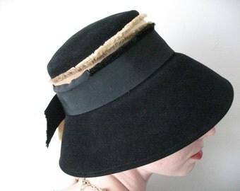 Audrey Hepburn Style Cloche Hat