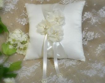 Ring bearer pillow ... classic wedding pillow ... ivory wedding ... wedding ceremony ... ring pillow ... floral wedding