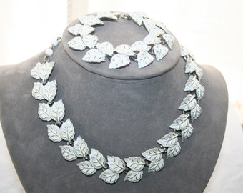 Necklace and Bracelet White Enameled Vintage Leaves Great Condition