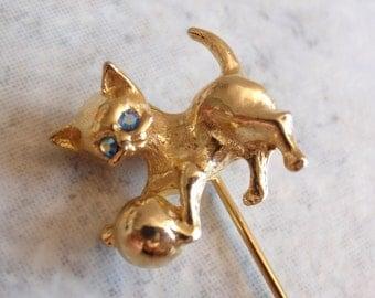 Cat Kitten Stickpin Gold Tone Blue Rhinestone Eyes Vintage V0454