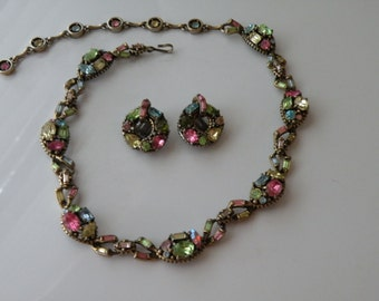 Hollycraft pastel necklace, clip-on earrings. Set. 1955