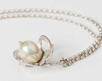 Botanical Pearl and Sterling Silver Fiori Flower Charm Necklace