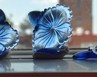 BWB This is an OMG Beyond Beautiful Vintage Sapphire Blue Glass Trumpet Flower Stone not quite a cabochon (1) 25mm