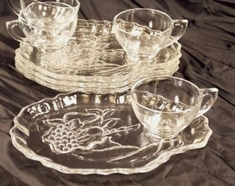 Rare, Horn of Plenty Cornucopia Snack/Luncheon plates and Cups, clear glass, circa 1960s, set of four