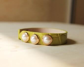 Three Pearl Croco Pattern Leather Bracelet(Apple Green)