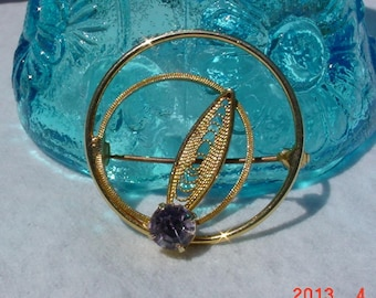 Vintage Ladies Gold Amethyst Pin