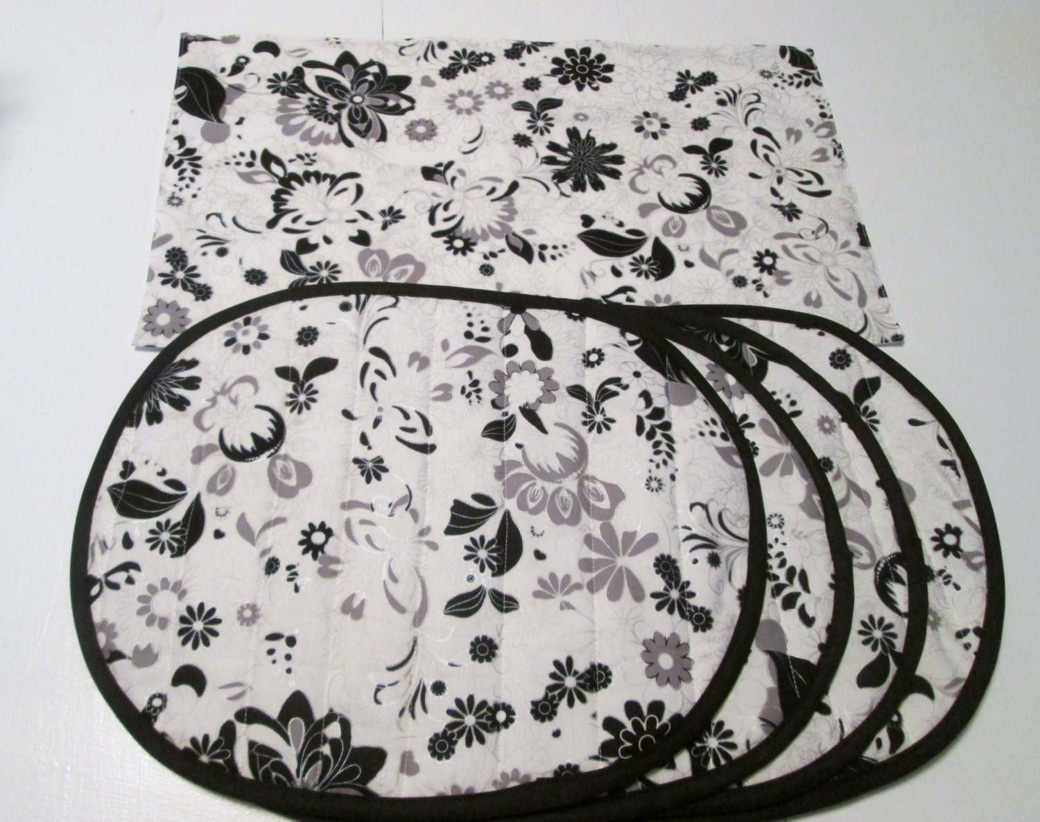 set of 4 beautiful black and white cotton quilted placemats. Black Bedroom Furniture Sets. Home Design Ideas