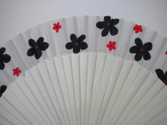 Black White Red Flowers 24cm