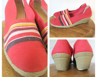 Vintage 70s 80s Red Canvas Espadrilles Wedge Heel Closed Toe Shoes Striped Womens Size 8 - 8.5