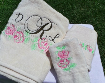 Bridal Shower Gift, Embroidered Towels, Monogrammed Gift Set, Engagement Gift, Christmas Gift Ideas