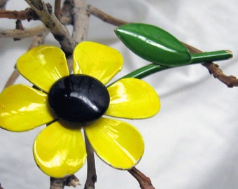 Vintage Enamel Yellow and Brown Eyed Susan Flower Brooch.   Brown Yellow Green  Single Blossom Bouquet
