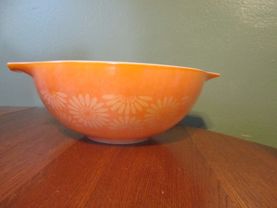 CLEARANCE Vintage 4 Qt CInderella Nesting Bowl Orange with Bright Yellow Daisy Design and Spout