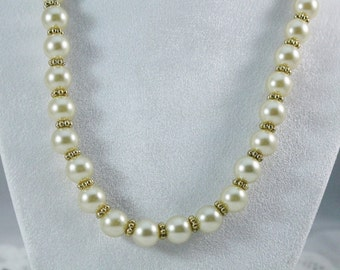 Nice Vintage Faux Pearl And Gold Fashion Necklace