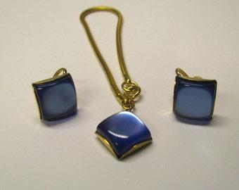 Vintage Royal Blue Square Lucite Cabochon Non Pierced Earrings & Bracelet Set in Gold tone Metal