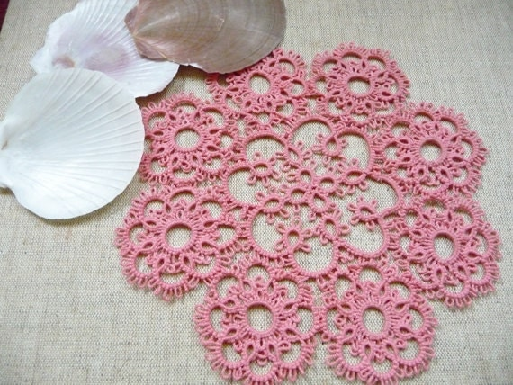 Handcrafted tatting Doily - gift for her- wedding decoration - tatting shuttle