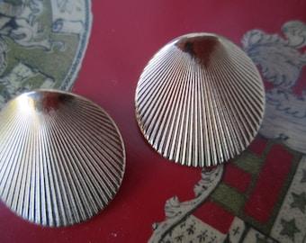 Shell Look Gold tone Pierced Earrings 80s Monet Sea Shell look
