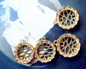A73-2 2Pcs Brass Crown Edge Cameo Filigree Setting For 20mm Cab