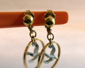 Earrings Goldtone Dangle White Sea Gull Birds Faux Pierced Clip Style