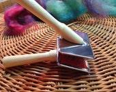 Mini wool carders tiny and cute  :saorisantacruz